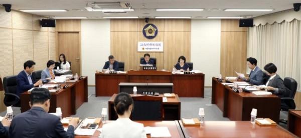 [크기변환]세종시의회 교육안전위원회 희의 장면.JPG