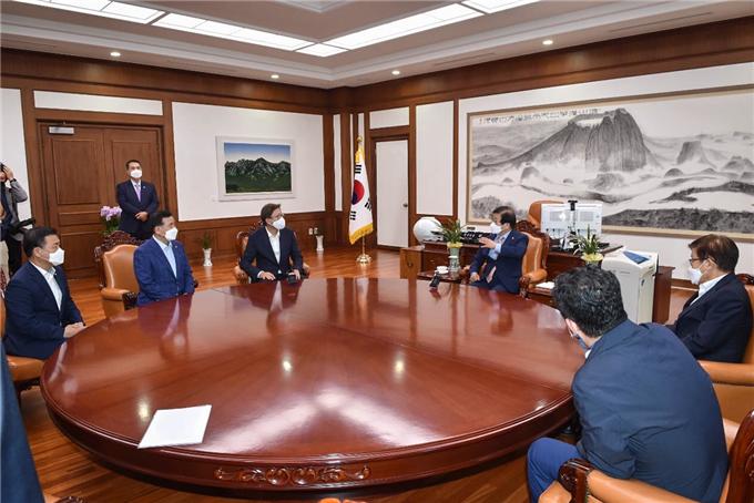 박형준 시장, 2030부산세계박람회 유치 위해 국회의장 면담